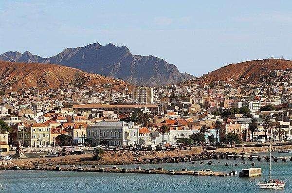 坦桑尼亚正为吸引更多船只正积极投资港口建设